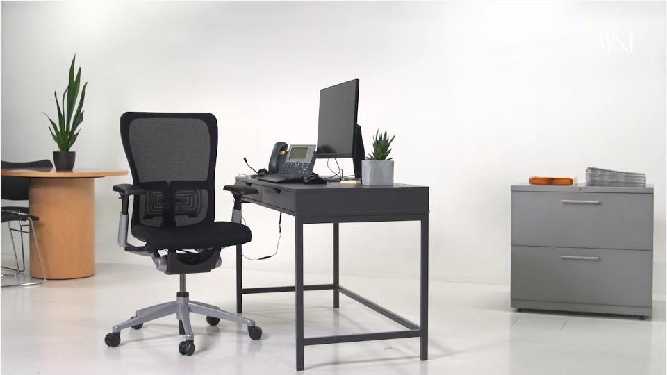 Ergonomics Expert Explains How to Set Up Your Desk